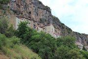 cliffs-behind-peyre