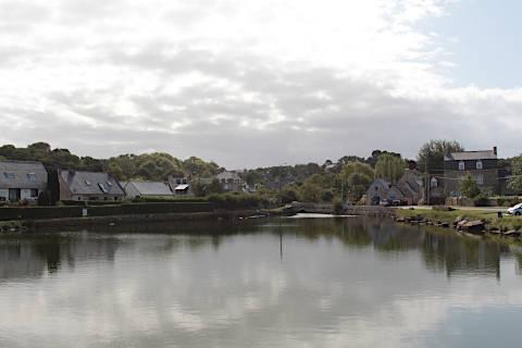 Paysage de lac près de Pleumeur-Bodou