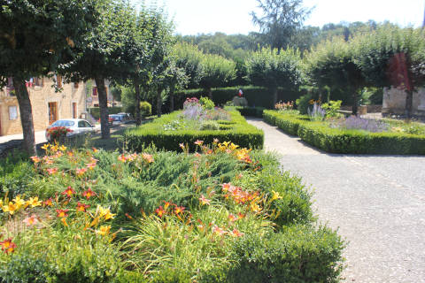 Jolis jardins de village