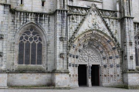 entrée de la cathédrale