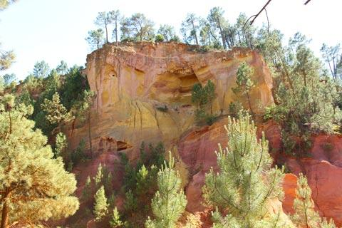 Rock formation in the ochre mines of Roussillon