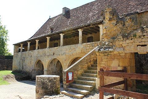 Un des bâtiments de l'Abbaye de Saint-Avit-Senieur