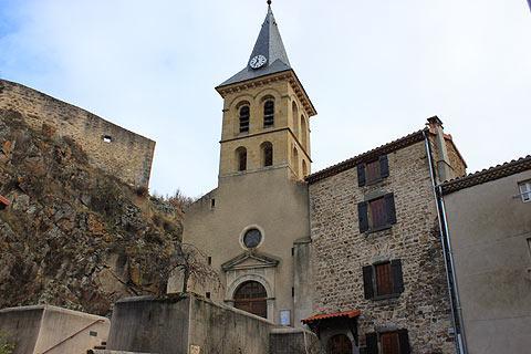Église au centre de Saint-Floret