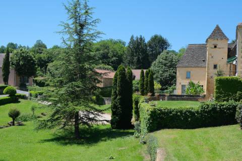 Vue des maisons en pierre de Saint-Geniès