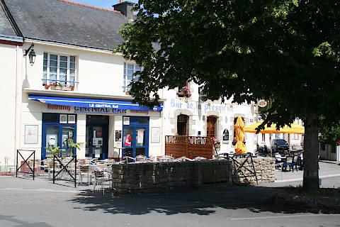 Café dans le centre village