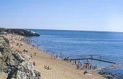 coastal-crowds