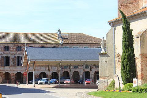 halle et l'église de Saint-Nicolas-de-la-Grave