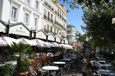 cafes near the beach in Saint-Raphael