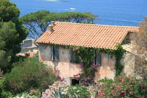 Ancient house and Mediterranean view in Saint-Tropez