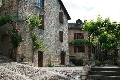 Place dans le village historique