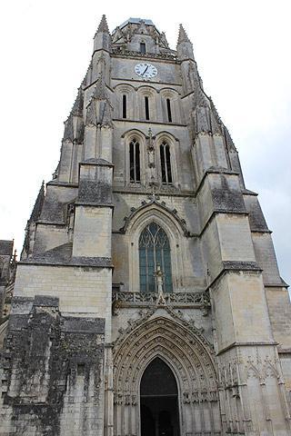 Cathédrale Saint-Pierre à Saintes