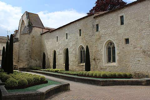 de beaux jardins à Saintes
