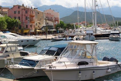 Bateaux au port de Saint-Florent