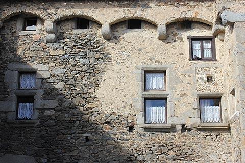 Pierres décoratives de la Renaissance à Saissac