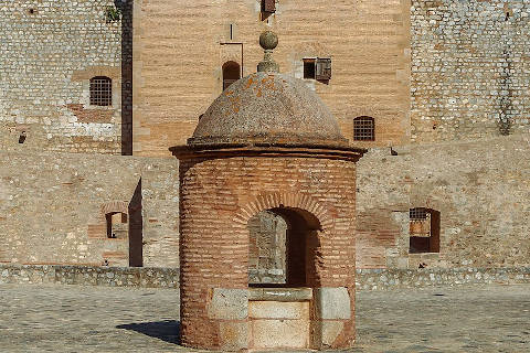 Well and tower in the courtyard of the Fort de Salses
