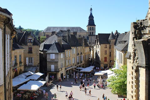 Numerous cafes and restaurants in the centre of Sarlat