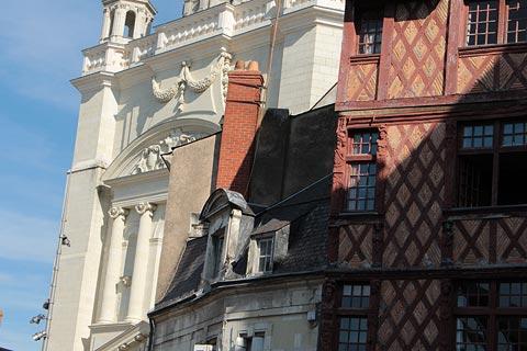 Place Saint-Pierre au coeur de Saumur