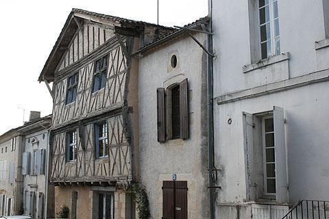 maison médiévale à Sauveterre-de-Guyenne