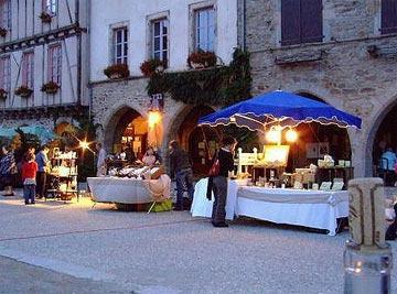 Marché nocturne à Sauveterre-de-Rouergue