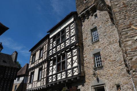 médiéval maison de colombage au centre de Segur-le-Château