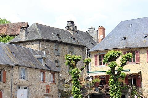 maisons en pierre dans le centre de Ségur-le-Château