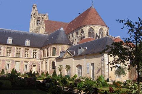 Cathédrale et musée à Sens