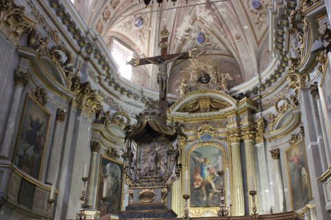 Chœur et autel de la cathédrale de Sospel