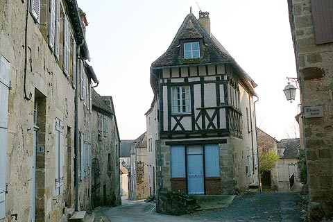 Ancient house in centre of Saint-Benoit-du-Sault
