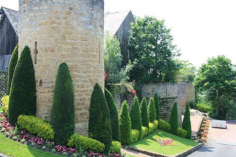 Garden and tower in Thouars