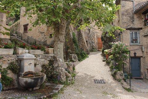 Fontaine dans le village de Tourtour