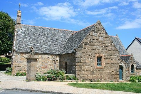 Eglise du centre village à Tregastel