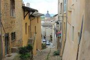 narrow-steep-street