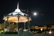 peynet-bandstand-night