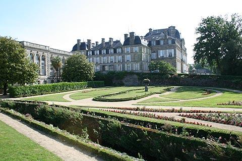 Prefecture and gardens in Vannes