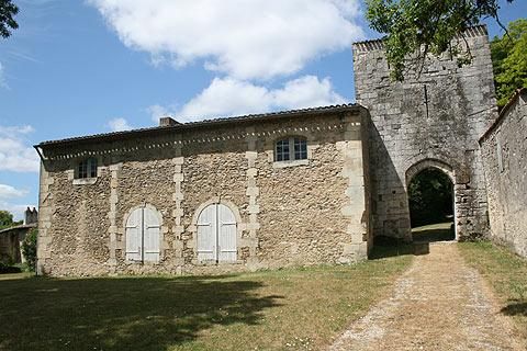 entrance to Vertheuil castle