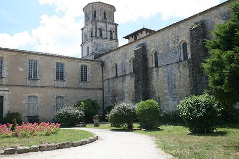 courtyard of Vertheuil abbey