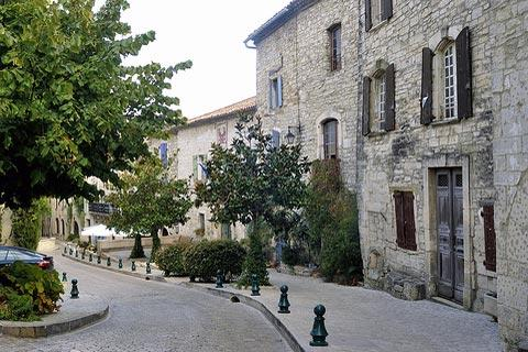 quiet street in Vézénobres