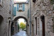 street-with-archway