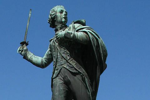 Statue de Nicolas Louis d'Assas, soldat et aristocrate