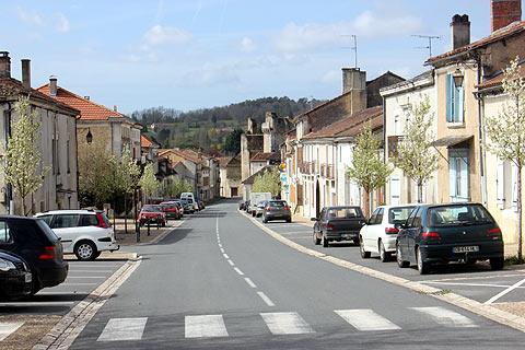 Rue principale du centre de Villamblard