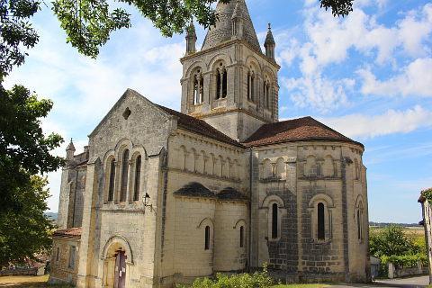 église de style roman à Villebois-Lavalette
