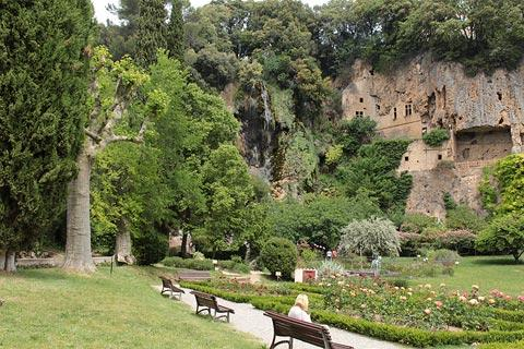 troglodyte caves of Villecroze