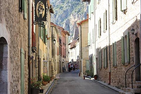 Rue calme au centre de Villefranche-de-Conflent